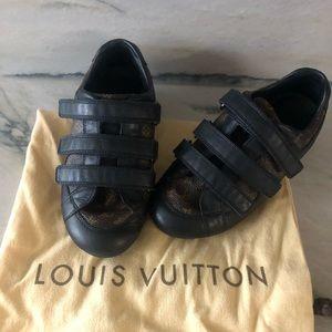 ❤️ Host Pick ❤️ Louis Vuitton Sneakers - size 26